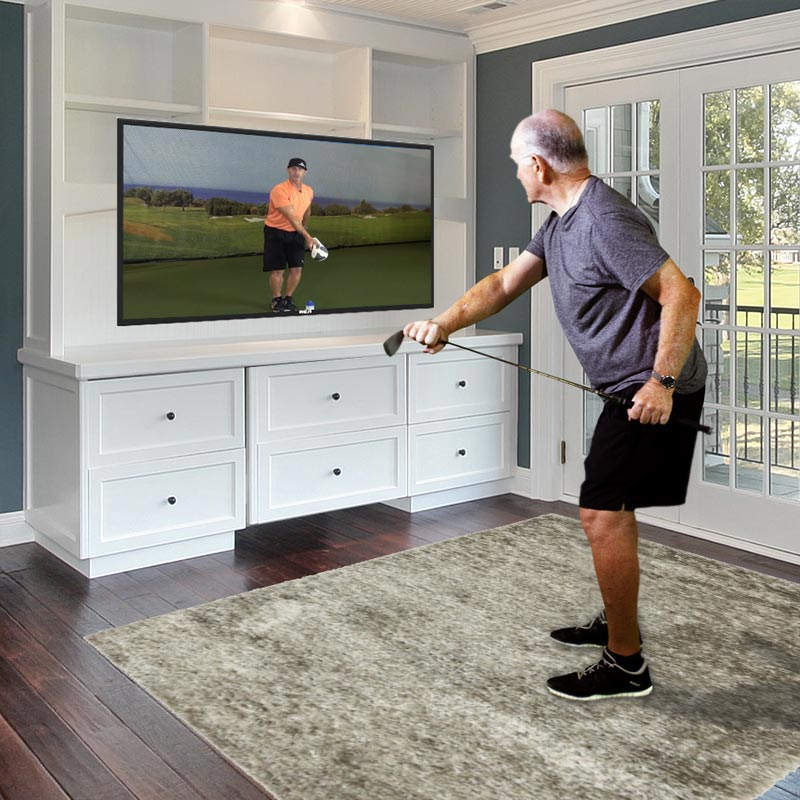 Man golf training at home
